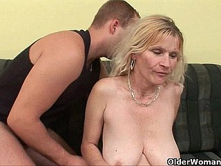 Older mom with heavy heart of hearts coupled with flimsy pussy gets facial